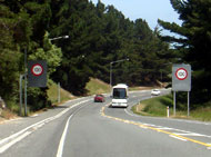 町を抜けると100キロの標識が