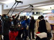 多くの報道カメラに、周囲も驚いていました